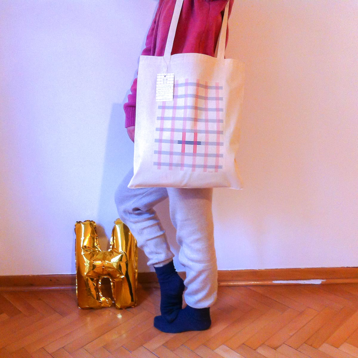 """Ekose"" totebag in use"