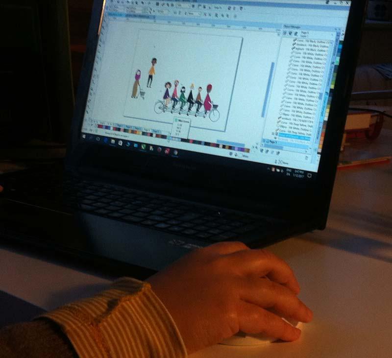 Seda working on the illustration on integration for Verdenskulturcentret