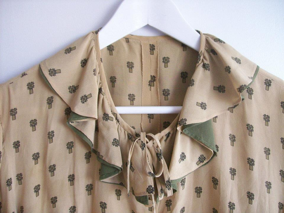 Neckline detail from the light brown blouse from Hamide's Originals series
