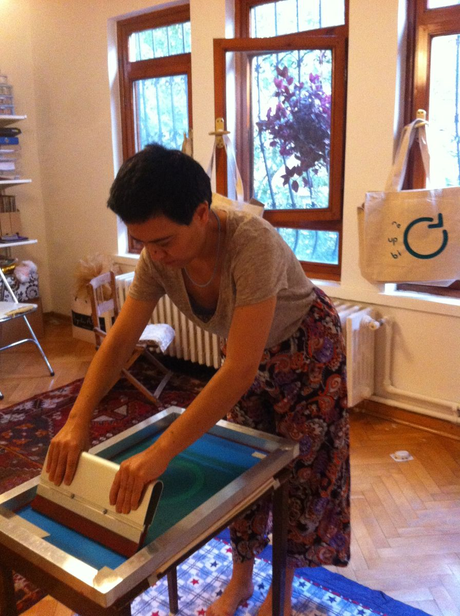 Silkscreen printing process of Re-Up-Bi-Cycle bags